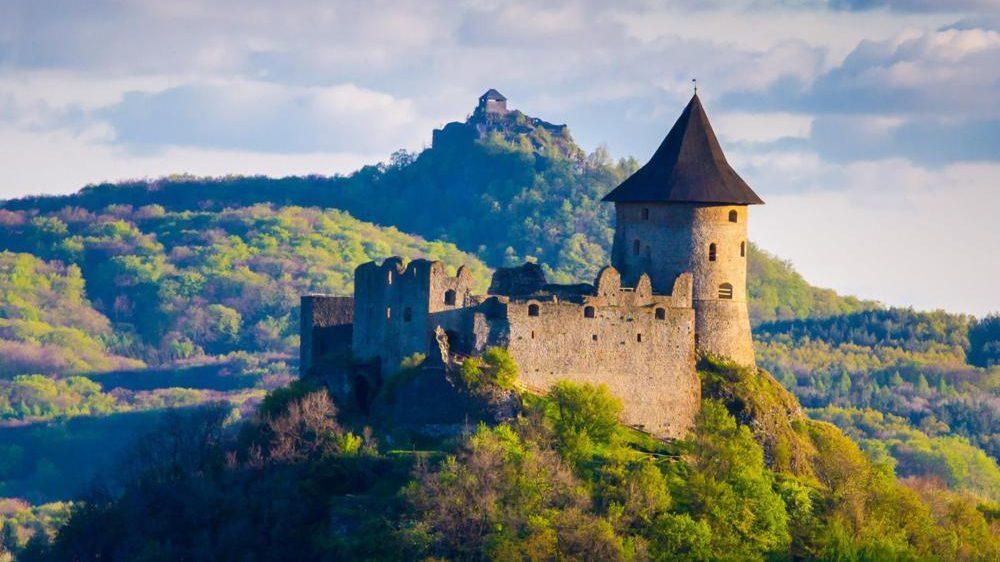 616ae032bf Erődként magasodnak a turistacsalogató várak Észak-Magyarországon ...