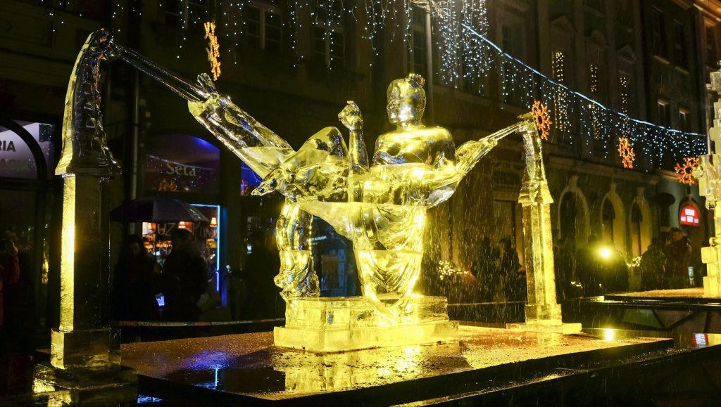 Poznan, 2016. december 11. A 11. alkalommal megrendezett nemzetközi jégszobrász-fesztivál egyik alkotása Poznanban 2016. december 11-én. (MTI/EPA/Jakub Kaczmarczyk)