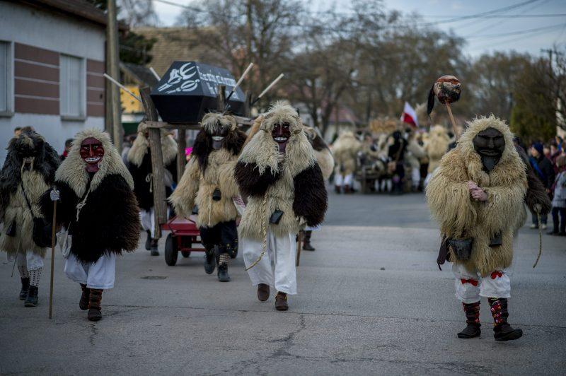 Mohács, 2016. február 9. Busók vonulnak a mohácsi busójárás zárónapján, 2016. február 9-én. MTI Fotó: Sóki Tamás