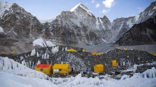 Everest Base Camp, 2017. április 9. Az Everest alaptábor 2017. április 7-én. Klein Dávid és Suhajda Szilárd hegymászók részvételével 2017. március 27-én indult el Budapestrõl a Magyar Everest Expedíció 2017, melynek célja a Föld legmagasabb csúcsa, a 8848 méter magas Mount Everest (Csomolungma) elérése oxigénpalack nélkül, elsõként a magyar expedíciós hegymászás történetében. MTI Fotó: Mohai Balázs