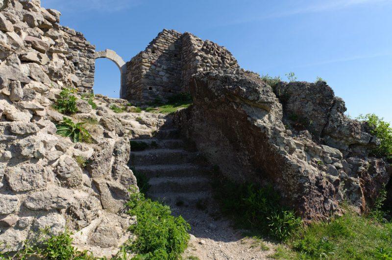 Drégelypalánk, 2012. április 29. Drégely vára Drégelypalánk közelében. Az Országgyûlés 2011 novemberében elfogadott, a kulturális örökség védelmérõl szóló törvénymódosítása értelmében a Drégely vára is szerepel a történelmi emlékhelyek listáján.  MTI Fotó: Komka Péter