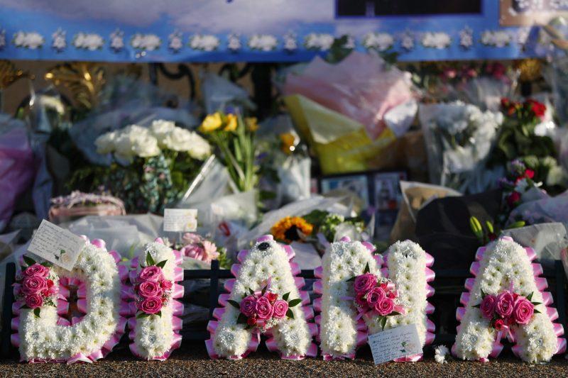 London, 2017. szeptember 1. Diana néhai walesi hercegnõ tiszteletére elhelyezett virágdísz a brit uralkodócsalád londoni rezidenciája, a Kensington-palota kerítésénél rögtönzött emlékhelyen 2017. szeptember 1-jén. Diana hercegnõ és párja, Dodi al-Fayed egyiptomi üzletember 20 éve, 1997. augusztus 31-én vesztette életét egy autóbalesetben Párizsban. (MTI/EPA/Neil Hall)