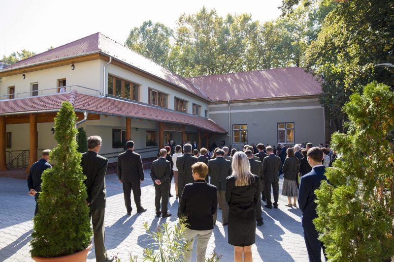 Kaposvár, 2017. október 2. Az Erdõk Háza Látogatóközpont az avatóünnepsége Kaposváron 2017. október 2-án. Az ünnepség a XXI. Erdõk Hete október 2-a és 8-a közötti rendezvénysorozat ünnepélyes nyitóeseménye is. MTI Fotó: Varga György