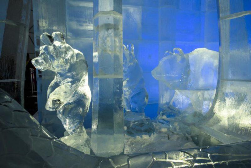 Tarajka, 2017. december 20. A magas-tátrai jégtemplom részlete a szlovákiai Tarajkán (Hrebienok) 2017. december 20-án. A barcelonai Sagrada Familia inspirációi alapján készült jégalkotás 2018 áprilisáig tekinthetõ meg. MTI Fotó: Komka Péter