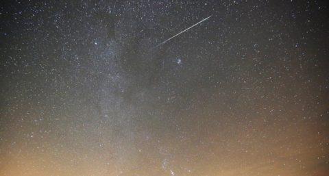 Zagorie, 2017. december 13. A Geminidák meteorraj a Minszktõl mintegy 110 km-re fekvõ Zagorie felett 2017. december 13-án. (MTI/EPA/Taccjána Zenkovics)