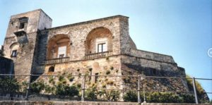 Ilyen volt, ilyen lett – Bárki megszállhat a felújított 900 éves kastélyban 9
