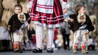 Mohács, 2017. február 28. A busójárás zárónapján tartott húshagyókeddi felvonulás résztvevõi Mohácson 2017. február 28-án. MTI Fotó: Ujvári Sándor