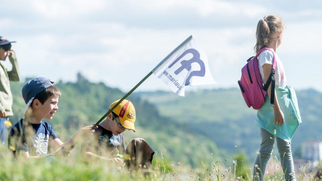 Parajd, 2018. május 13. A csíksomlyói búcsúba tartó gyalogos zarándoklat résztvevõi Parajd határában 2018. május 13-án. A résztvevõk öt nap alatt teszik a Mária-út utolsó száz kilométerét. MTI Fotó: Veres Nándor