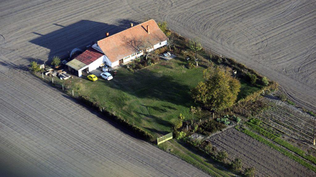 Röszke, 2015. november 4. Légi felvétel egy tanyáról Röszke külterületén 2015. november 3-án. MTI Fotó: Kelemen Zoltán Gergely
