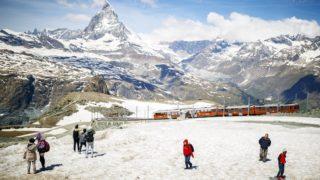 Zermatt, 2018. június 22. A 4478 magas Matterhorn Zermatt falu közelébõl nézve 2018. június 22-én. (MTI/EPA/Valentin Flauraud)