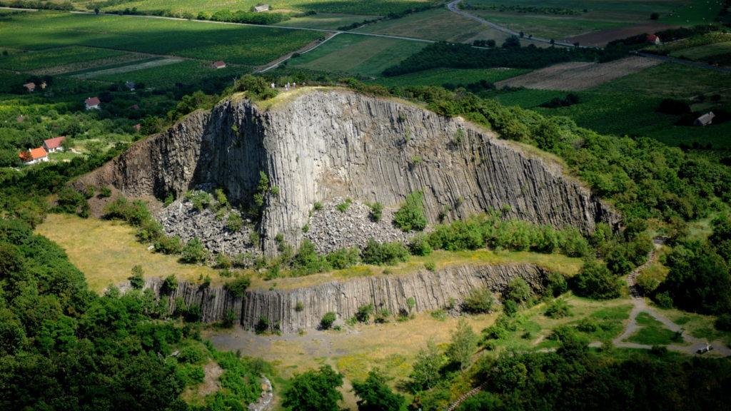 Monoszló, 2010. július 4. A Hegyestû geológiai bemutatóhely a Káli-medence keleti részén, a Veszprém megyei Monoszló közelében. A felvétel 2010. július 4-én készült. MTI Fotó: H. Szabó Sándor