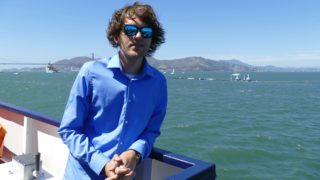 """08.09.2018,USA, San Francisco: The Dutchman Boyan Slat, founder of the initiative """"Ocean Cleanup"""", is on the press boat. In San Francisco Bay, the """"The Ocean Cleanup"""" project has set course for the world's largest garbage carpet. A 600 metre long floating pipe, on which a kind of curtain hangs three metres deep into the water, was pulled out to sea with the help of a tugboat from Alameda near San Francisco. Photo: Barbara Munker/dpa"""