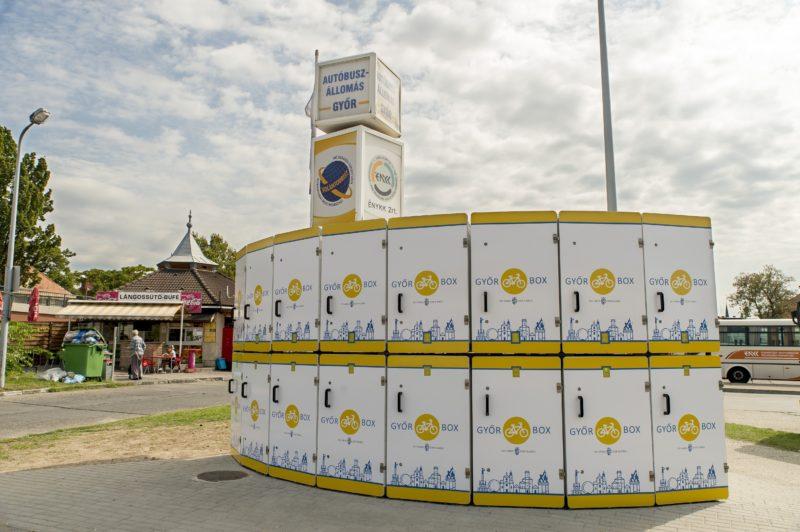 Gyõr, 2018. szeptember 17. A Gyõr Box elnevezésû zárt kerékpártároló rendszer Gyõrben, a vidéki buszpályaudvar mellett 2018. szeptember 17-én. A 16 kerékpár befogadásra alkalmas rendszer használatához kártyát kell kiváltani a látogatóközpontban; egy óra tárolás negyven forintba kerül. MTI Fotó: Krizsán Csaba