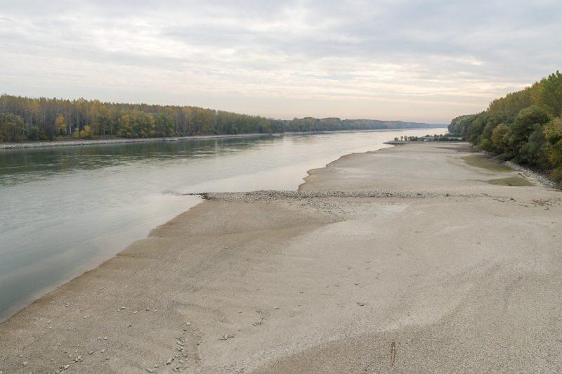 Vámosszabadi, 2018. október 16. A Duna ártere Vámosszabadi határában 2018. október 16-án. Az augusztus óta tartó csapadékszegény idõjárás miatt a folyó vízállása a magyarországi szakaszon ismét az eddig mért legkisebb értékek közelében vagy alatta alakul a vízmércéken. MTI/Krizsán Csaba