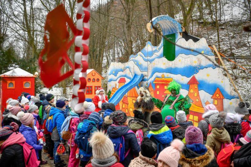 Miskolc, 2018. november 29. A Diósgyõri Mikulásvonattal érkezett gyerekek Lillafüreden, 2018. november 29-én. MTI/Czeglédi Zsolt
