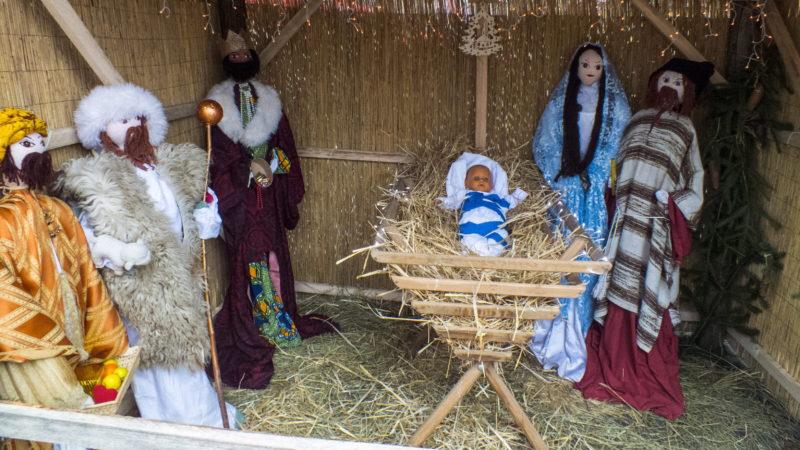 Nagymaros, 2013. december 14. Nagymaros Fõ terén, az õstermelõi piacon,  a  karácsonyi ünnepekre betlehemet állítottak fel. MTVA/Bizományosi: Nagy Zoltán  *************************** Kedves Felhasználó! Az Ön által most kiválasztott fénykép nem képezi az MTI fotókiadásának, valamint az MTVA fotóarchívumának szerves részét. A kép tartalmáért és a szövegért a fotó készítõje vállalja a felelõsséget.