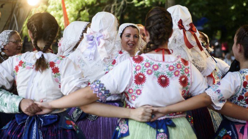 Mátraszentimre, 2016. július 2. Néptáncosok a magyarországi szlovákok napján, az Országos Szlovák Önkormányzat rendezvényén, Mátraszentimrén 2016. július 2-án. MTI Fotó: Komka Péter