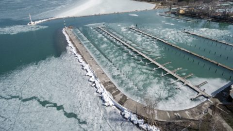 Siófok, 2018. március 11. Olvadó, megtört jégtáblák a Balatonban a siófoki kikötõnél 2018. március 10-én. MTI Fotó: Sóki Tamás