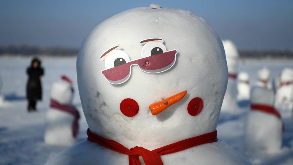 (190102) -- HARBIN, Jan. 2, 2019 (Xinhua) -- Photo taken on Jan. 2, 2019 shows a snowman on the riverbank of Songhua River in Harbin, capital of northeast China's Heilongjiang Province. Altogether 2,019 cute snowmen were displayed here to greet the year 2019. (Xinhua/Wang Jianwei)