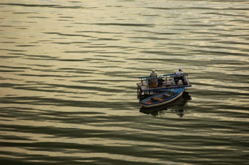 Csopak, 2009. augusztus 13. Horgászok a Balatonon a Veszprém megyei Csopak közelében. MTI Fotó: H. Szabó Sándor