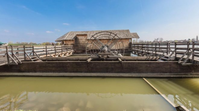Ráckeve, 2017. március 25. Ráckevén, a Duna menti sétánynál található az egyetlen ma is mûködõ magyarországi hajómalom, mely múzeumként várja az oda látogatókat. Az elsüllyedt eredeti hajómalom teljes rekonstruálása eredményeként 2010. óta látogatható. A molnár mesterség volt a Duna mellett élõ ráckeveiek egyik fontos megélhetése.  MTVA/Bizományosi: Faludi Imre  *************************** Kedves Felhasználó! Ez a fotó nem a Duna Médiaszolgáltató Zrt./MTI által készített és kiadott fényképfelvétel, így harmadik személy által támasztott bárminemû – különösen szerzõi jogi, szomszédos jogi és személyiségi jogi – igényért a fotó készítõje közvetlenül maga áll helyt, az MTVA felelõssége e körben kizárt.