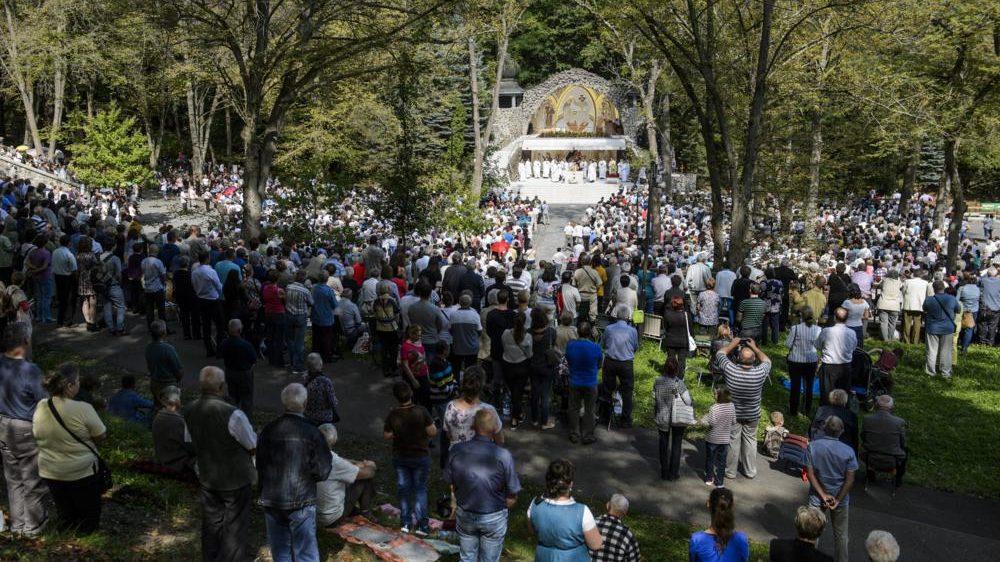 Mátraverebély, 2017. szeptember 10. Résztvevõk a Kisboldogasszony-napi búcsún tartott szentmisén a mátraverebély-szentkúti nemzeti kegyhelyen 2017. szeptember 10-én. MTI Fotó: Komka Péter