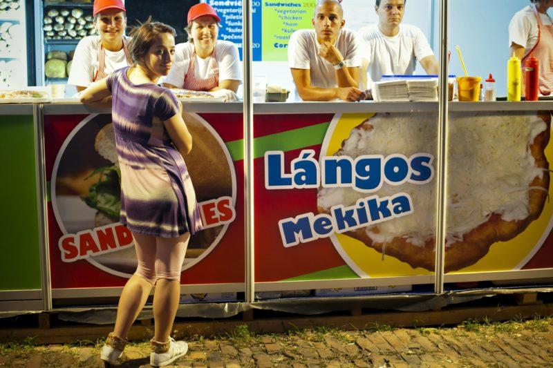 Újvidék, 2011. július 9. Egy büfé Újvidéken, a Délkelet-Európa egyik legnagyobb könnyûzenei rendezvényének helyet adó erõdben, az Exit fesztiválon. MTI Fotó: Mohai Balázs