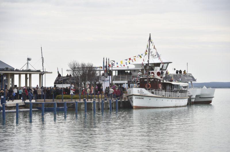 Balatonfüred, 2018. március 31. A Csobánc nevû motoros hajó a balatonfüredi hajóállomáson a 172. balatoni hajózási idény elsõ napján, 2018. március 31-én. MTI Fotó: Máthé Zoltán