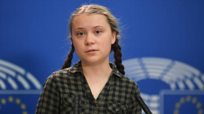 Strasbourg, 2019. április 16. A globális felmelegedés ellen küzdõ Greta Thunberg 16 éves svéd klímavédõ aktivista és diáklány a sajtónak nyilatkozik az Európai Parlament strasbourgi épületében 2019. április 16-án. MTI/EPA/Patrick Seeger