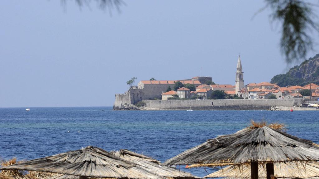Budva, 2010. június 29.  A Budva-i óváros látképe a strand felõl. MTI Zrt. / Bizományosi: Lehotka László *************************** Kedves Felhasználó! Az Ön által most kiválasztott fénykép nem képezi az MTI fotókiadásának és archívumának szerves részét. A kép tartalmáért és a szövegért a fotó készítõje vállalja a felelõsséget.