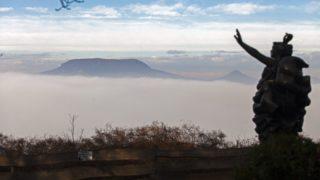 Fonyód, 2014. december 25. Ritka természeti jelenség, köd gomolyog a Balaton felett Fonyódnál 2014. december 25-én. Szemben Badacsony. MTI Fotó: Varga György