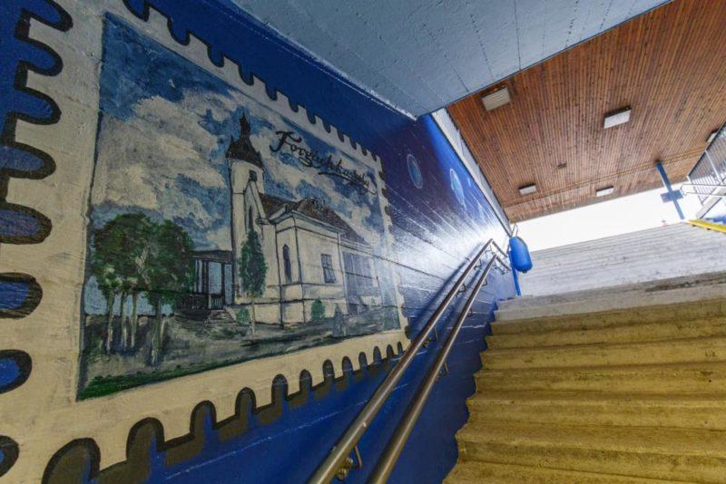 Balatonfenyves, 2019. április 30. A nemrég kifestett Balatonfenyvesi vasúti aluljáró 2019. április 30-án. A MÁV két éve indította el az aluljárók hangulatos festését megcélzó kampányát, ennek keretében festették ki a TCH (Tárnok City Hooligans) Tárnoki Mûvészeti Egyesület tagjai a balatonfenyvesi vasúti aluljárót is. MTI/Szigetváry Zsolt