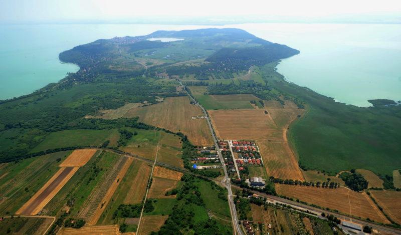 Tihany, 2010. július 23. A Tihanyi-félsziget látképe 600 méter magasból. MTI Fotó: H. Szabó Sándor