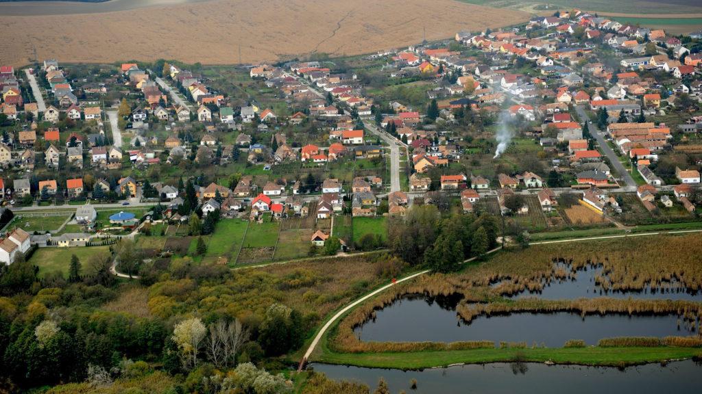 Környe, 2010. október 23. A Komárom-Esztergom megyei Környe látképe. MTI Fotó: H. Szabó Sándor