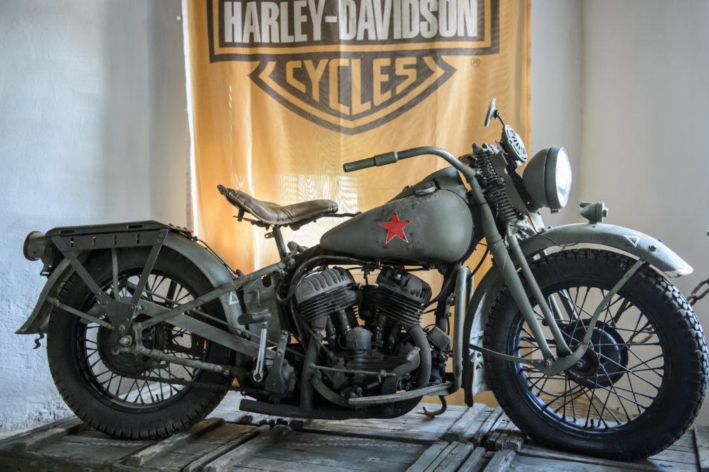 Nagyvisnyó, 2019. augusztus 4. Egy 1942-es Harley-Davidson WLA-42  motorkerékpár a nagyvisnyói Military Motor Museum nyílt napján, 2019. augusztus 4-én. A Military Motor Museum egyesület kezdeményezésében megvalósult kiállítóhely július elején nyílt meg. MTI/Komka Péter