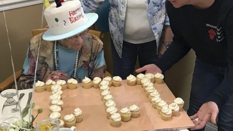 Sunapee, 2019. augusztus 21. Tony Venti által közreadott kép a 111. születésnapját ünneplõ Hazel Nilsonról a New Hampshire államban fekvõ Sunapee-ben 2019. augusztus 21-én. Nilson 1908. augusztus 21-én született Chicagóban. MTI/AP/Tony Venti/Tony Venti