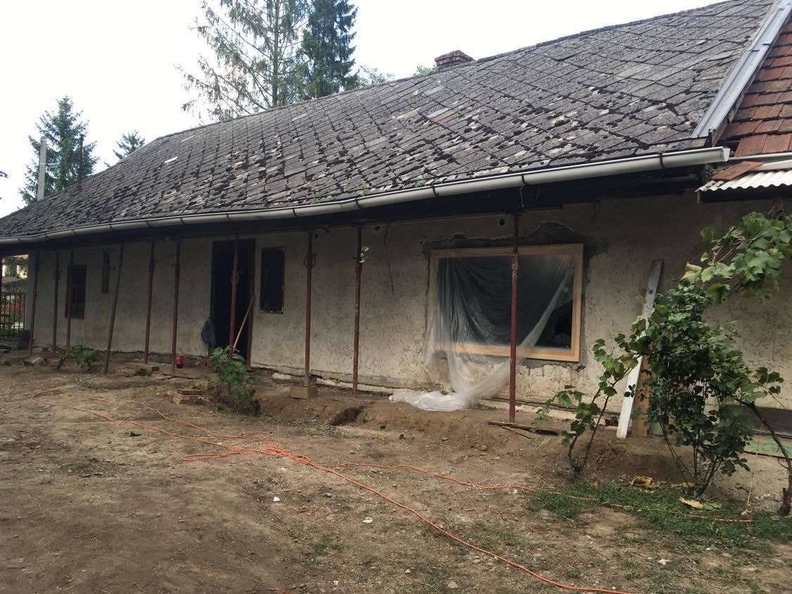 Mesés otthon lett a lakatlan öreg házból