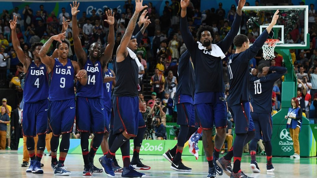 (L-R) USA's forward Jimmy Butler, USA's guard Demar Derozan and USA's forward Draymond Green, USA's forward Carmelo Anthony and USA's centre DeAndre Jordan celebrate winning a Men's Gold medal basketball match between Serbia and USA at the Carioca Arena 1 in Rio de Janeiro on August 21, 2016 during the Rio 2016 Olympic Games. / AFP PHOTO / Mark RALSTON