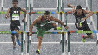 Rio de Janeiro, 2016. augusztus 16.  Baji Balázs (k) a Rio de Janeiró-i nyári olimpiai férfi 110 méteres gátfutásának elõfutamában az Olimpiai Stadionban 2016. augusztus 15-én. Baji Balázs elõfutamában a második helyen ért célba és bejutott az elõdöntõbe. MTI Fotó: Czeglédi Zsolt