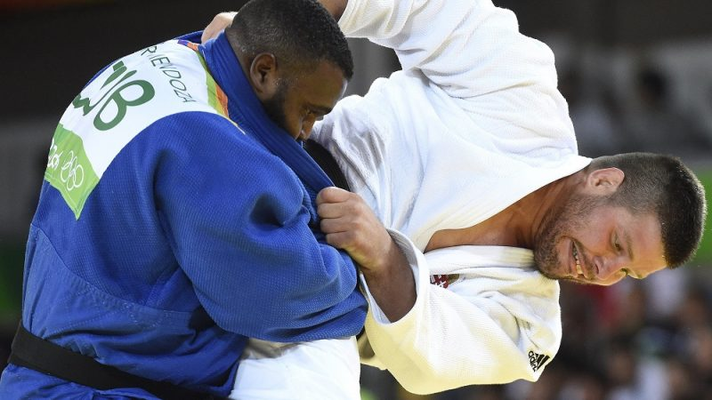 Rio de Janeiro, 2016. augusztus 12. Bor Barna (j) küzd a kubai Alex Garcia Mendoza ellen a férfi cselgáncsozók +100 kilogrammos súlycsoportjában, a nyolcaddöntõben a riói nyári olimpián a Rio de Janeiró-i 2-es Karióka Arénában 2016. augusztus 12-én. Bor Barna kikapott és kiesett. MTI Fotó: Kovács Tamás