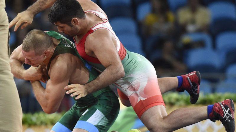 Rio de Janeiro, 2016. augusztus 15. Bácsi Péter (zöldben) és az iráni Szaid Abdevali a férfi kötöttfogású birkozók 75 kilogrammos súlycsoportjának bronzmérkõzésén a riói nyári olimpián a 2-es Karióka Arénában 2016. augusztus 14-én. Bácsi Péter kikapott, így ötödik lett. MTI Fotó: Kovács Tamás