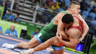 Rio de Janeiro, 2016. augusztus 20. Ligeti Dániel (b) és a palaui Florian Temenglin a férfi kötöttfogású birkózók 125 kilogrammos súlycsoportjának nyolcaddöntõjében a Rio de Janeiró-i nyári olimpián a 2-es Karióka Arénában 2016. augusztus 20-án. Ligeti technikai tussal gyõzött, így bejutott a negyeddöntõbe. MTI Fotó: Illyés Tibor