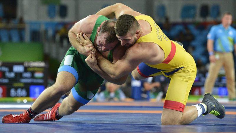 Rio de Janeiro, 2016. augusztus 16. Kiss Balázs (b) és a svéd Carl Eric Schön a férfi kötöttfogású birkózók 98 kilogrammos súlycsoportjának nyolcaddöntõjében a Rio de Janeiró-i nyári olimpián a 2-es Karióka Arénában 2016. augusztus 16-án. A magyar birkózó kikapott, akkor kerül vigaszágra, ha legyõzõje bejut a döntõbe. MTI Fotó: Czeglédi Zsolt