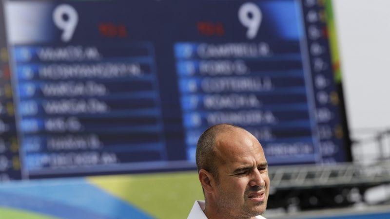 Rio de Janeiro, 2016. augusztus 8. Benedek Tibor szövetségi kapitány a riói nyári olimpia férfi vízilabdatornája A csoportjának 2. fordulójában játszott Magyarország - Ausztrália mérkozés végén a Rio de Janeiró-i Maria Lenk Uszodában 2016. augusztus 8-án. A mérkõzés 9-9-es döntetlenre végzõdött. (MTI/AP/Szergej Gric)