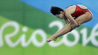 Rio de Janeiro, 2016. augusztus 18. A kínai Zsen Csien a Rio de Janeiró-i nyári olimpia nõi toronyugrás versenyszámának döntõjében a Maria Lenk Uszodában 2016. augusztus 18-án. A 15 éves Zsen Csien aranyérmet nyert. (MTI/AP/Michael Sohn)