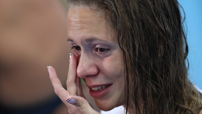 Rio de Janeiro, 2016. augusztus 13. A bronzérmes Kapás Boglárka küzd könnyeivel a nõi 800 méteres gyorsúszás eredményhirdetése után a riói nyári olimpián a Rio de Janeiró-i Olimpiai Uszodában 2016. augusztus 12-én. (MTI/EPA/Esteban Biba)