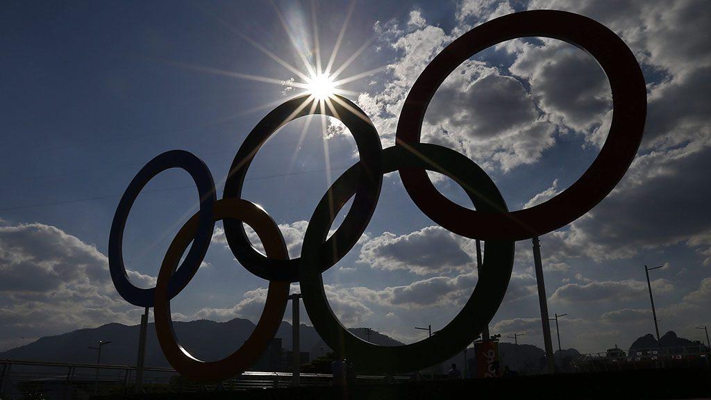 Rio de Janeiro, 2016. augusztus 1.Az olimpiai öt karika a Rio de Janeiró-i Olimpiai Parkban 2016. augusztus 1-jén, négy nappal a riói nyári olimpia kezdete előtt. (MTI/EPA/Larry W. Smith)