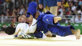 Rio de Janeiro, 2016. augusztus 8. Ungvári Miklós (kékben) küzd a holland Dex Elmont ellen a férfi cselgáncsozók 73 kilogrammos súlycsoportjának nyolcaddöntõjében, a riói nyári olimpián a 2-es Karióka Arénában 2016. augusztus 8-án. Ungvári Miklós megnyerte második mérkõzését, ezzel bejutott a negyeddöntõbe, harmadik mérkõzésén azonban kikapott, és a vigaszágra került. MTI Fotó: Kovács Tamás