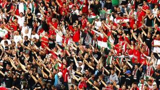 Bordeaux, 2016. június 14.Magyar szurkolók a lelátón a 2016-os franciaországi labdarúgó Európa-bajnokság F csoportja első fordulójában játszott Magyarország-Ausztria mérkőzés előtt Bordeaux-ban 2016. június 14-én. (MTI/EPA/Fehim Demir)