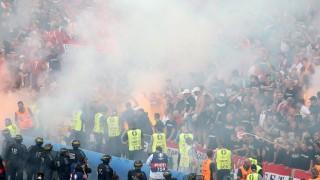 Marseille, 2016. június 18. Magyar szurkolók tüzijátékkal ünnepelnek a franciaországi labdarúgó Európa-bajnokság F csoportjában játszott Magyarország - Izland mérkõzés végén a marseille-i Velodrome Stadionban 2016. június 18-án. (MTI/EPA/Tolga Bozoglu)